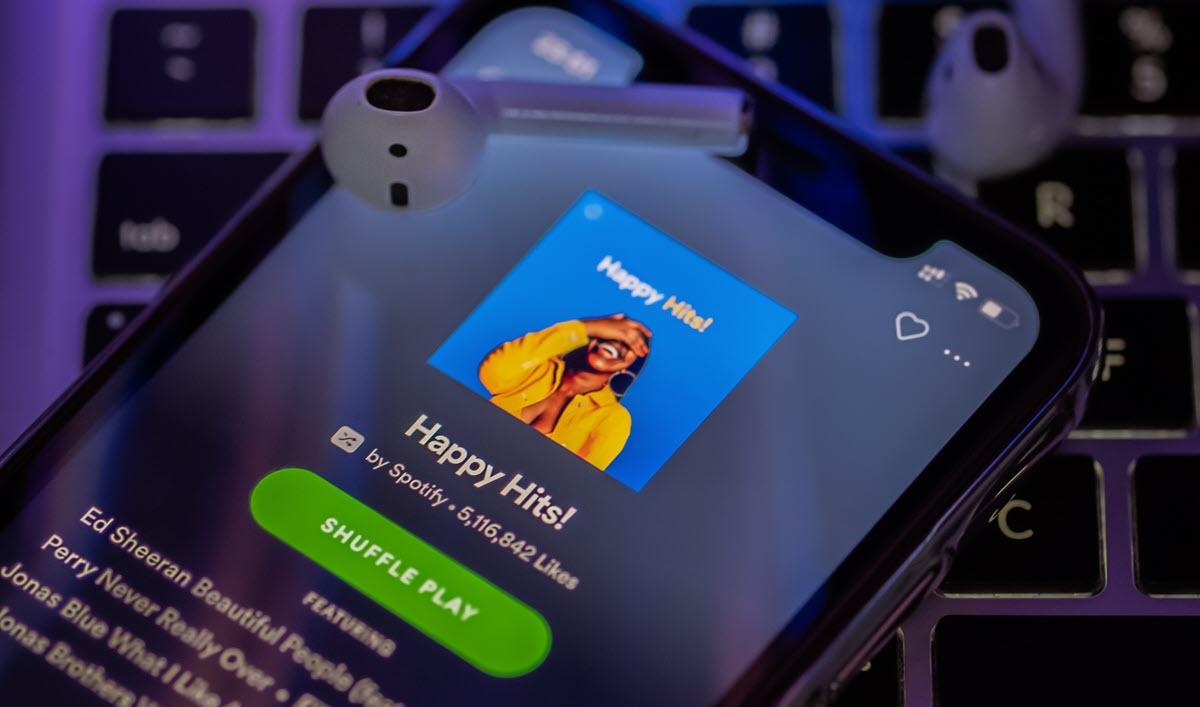 Spotify suma opciones para compartir las letras de las canciones con amigos