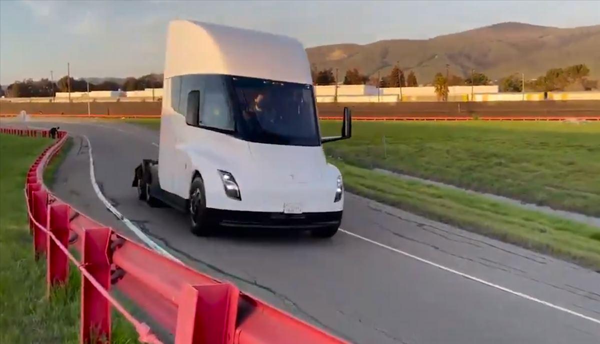 Camión eléctrico de Tesla aparece en un vídeo