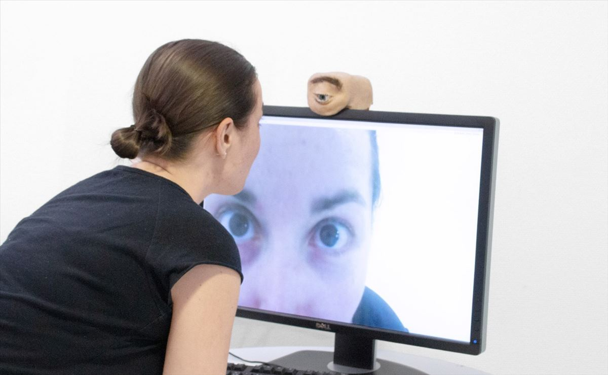 La webcam que parece un ojo real, la puedes construir tú mismo con estos planos