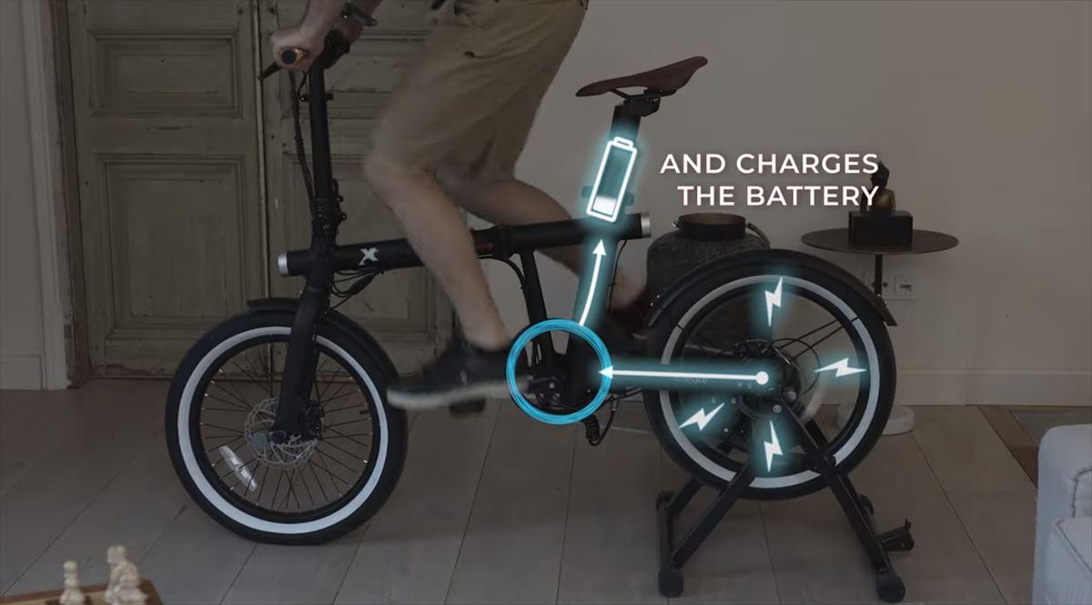 Una bicicleta que se carga en modo «bici estática»