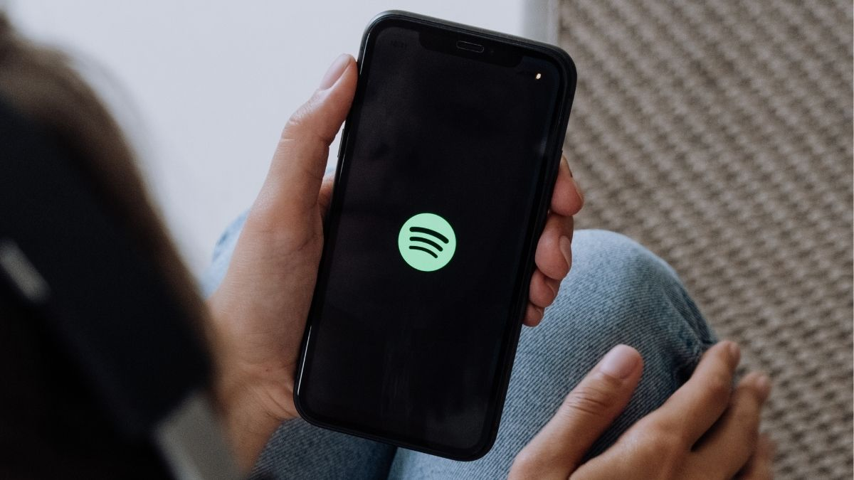 Cómo obtener una lista de remixes de las canciones contenidas en una playlist de Spotify