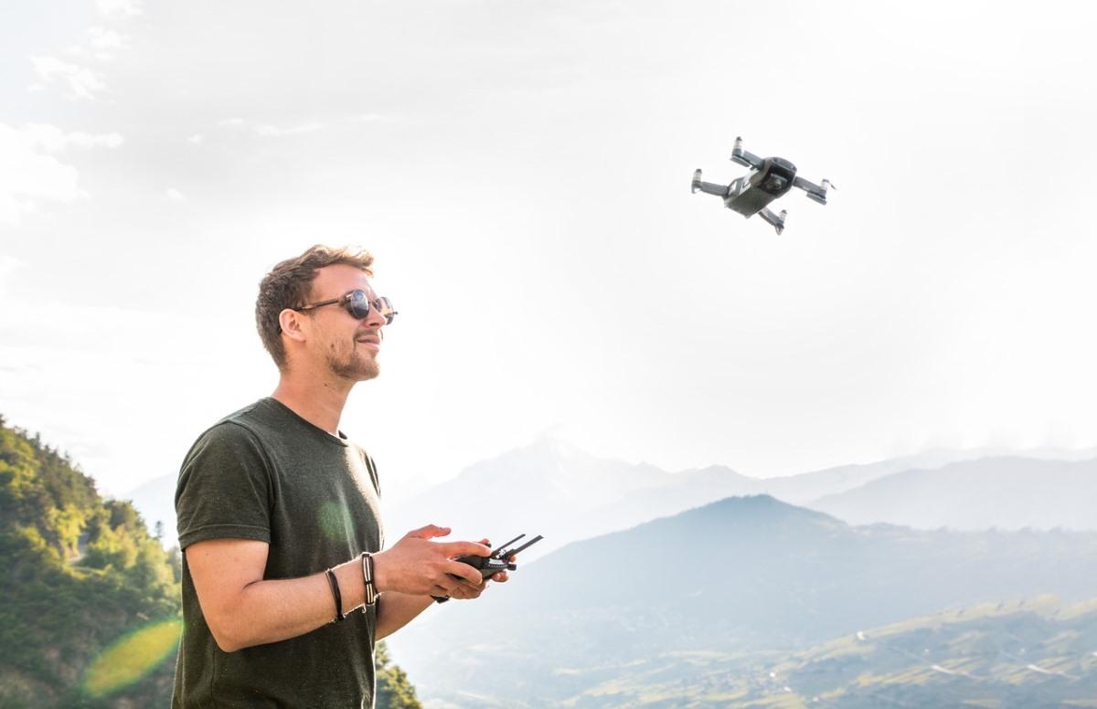 Crean algoritmo que incrementa la velocidad de vuelo de un dron
