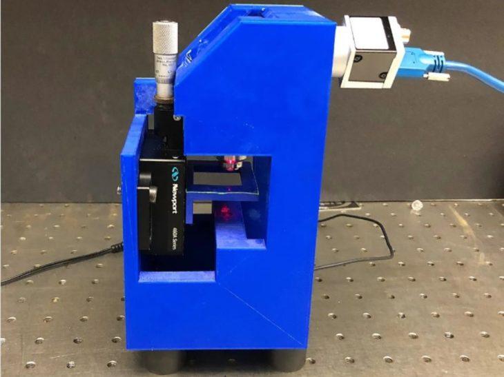 Crean microscopio 3D que detecta en minutos el virus del COVID-19 en una gota de sangre