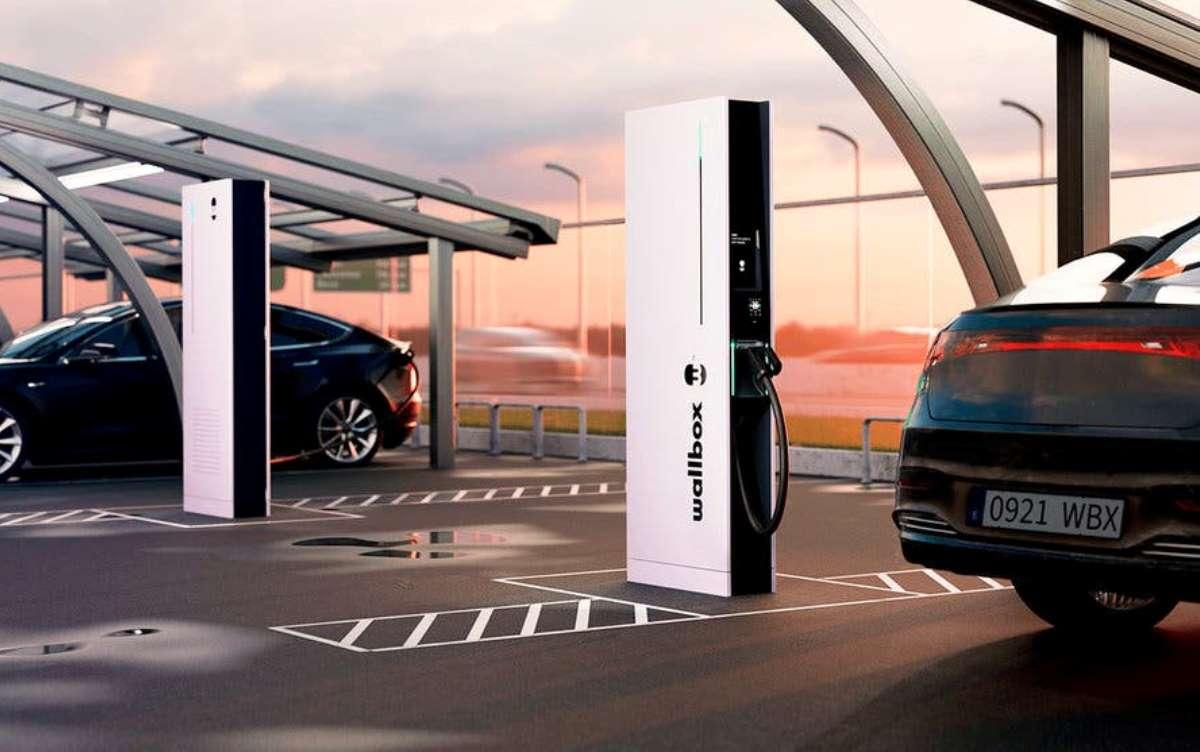 Wallbox lanza un nuevo cargador que tarda 15 minutos en cargar un coche eléctrico
